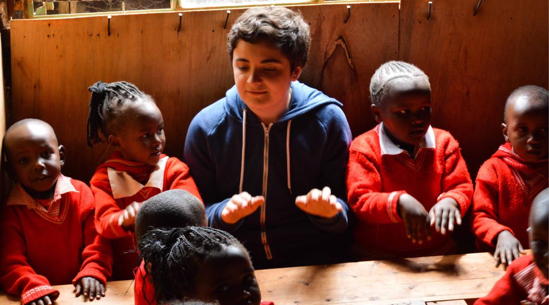 A Projects Abroad teaching volunteer runs fun and interactive activities to improve the English level of children in Kenya.